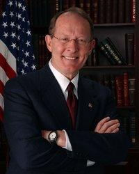 Lamar Alexander GOP senator urges media not to talk about Palins violent rhetoric
